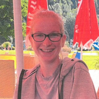 Stefanie Brugger, Stumm, Studentin